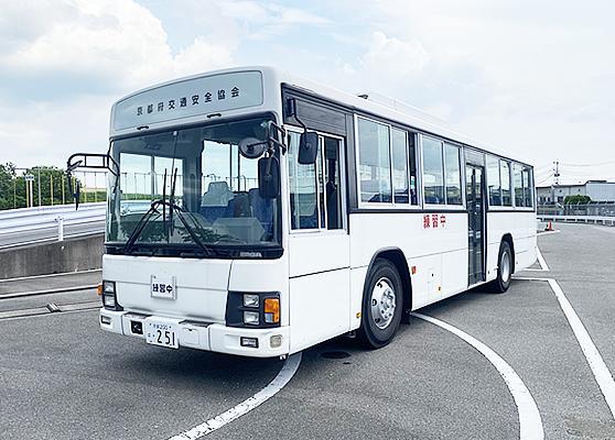 ⼤型⾞(バス)